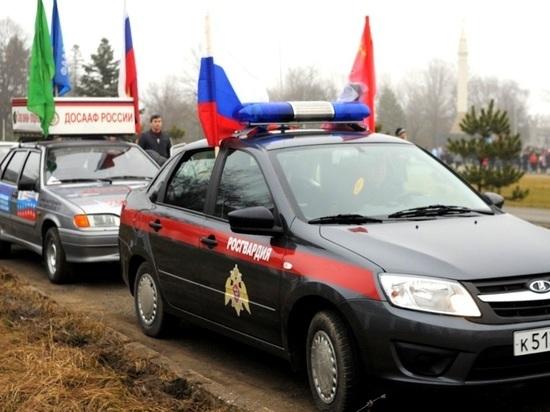 Участники автопробега Росгвардии почтили память Неизвестного бойца вПскове