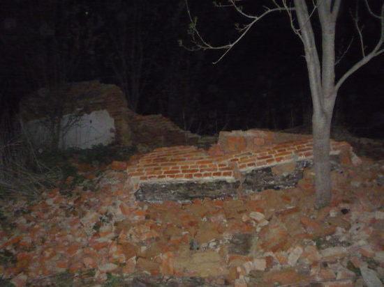 Под Тулой при обрушении стены нежилого дома умер ребенок