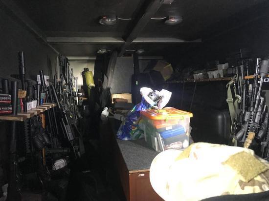 Под Самарой силовики отыскали  арсенал оружия сБТРами иполусотней стволов