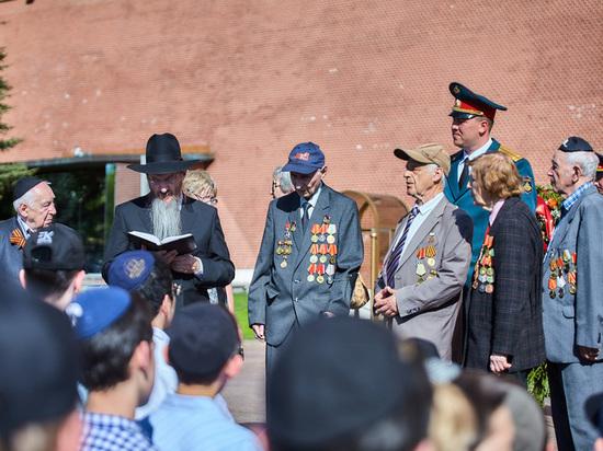 Раввин Берл Лазар поздравил ветеранов с Днем Победы и возложил венок к Могиле Неизвестного Солдата