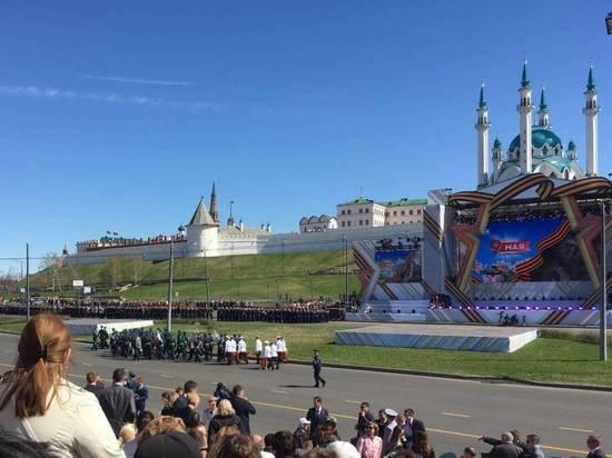 Президент Татарстана возложил цветы к Вечному огню в Парке Победы в Казани