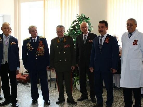 Ветеранов Великой Отечественной войны в госпитале поздравил министр здравоохранения Татарстана