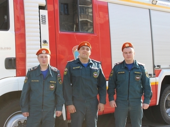 Скоро грянет праздничный салют и пожарные стоят на страже