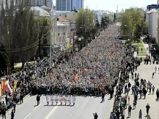 Более 30 тысяч человек прошли в колонне «Бессмертного полка» в Чебоксарах