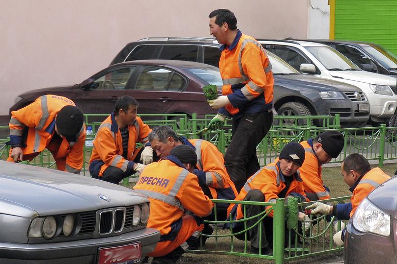 Россиян заменили гастарбайтерами: шокирующая статистика трудовой миграции из Средней Азии