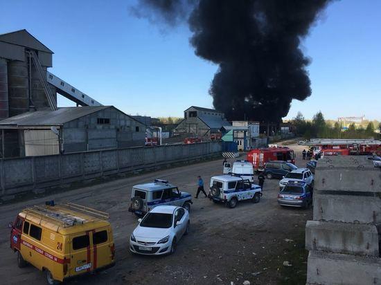 Казань заволокло едким дымом из-за возгорания емкостей скраской