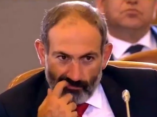 Пашинян поковырял в зубах под камеры на саммите ЕАЭС