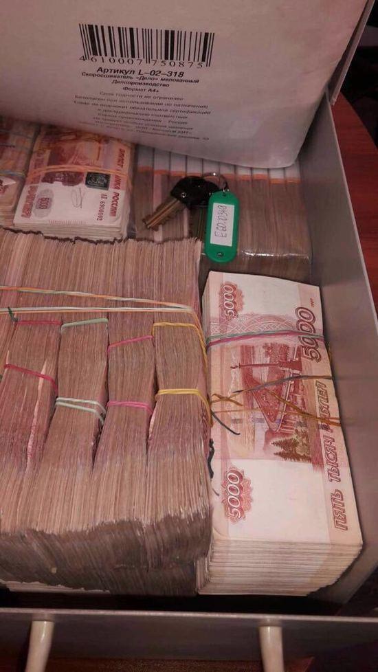 Деньги выносили мешками: у главы Ростехнадзора по Петербургу нашли миллиард рублей