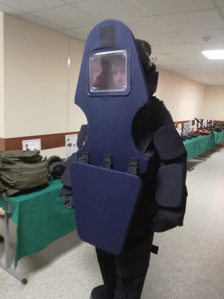 """На замену служебным собакам разработали военное устройство """"Умный нос"""""""