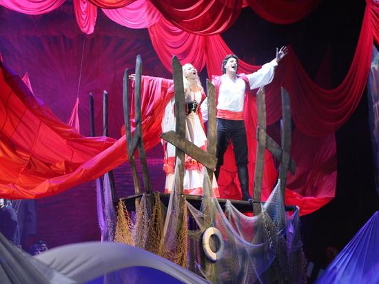Крымская версия «Алых парусов»: картины Богаевского, поп-звезда, актёры и их дети