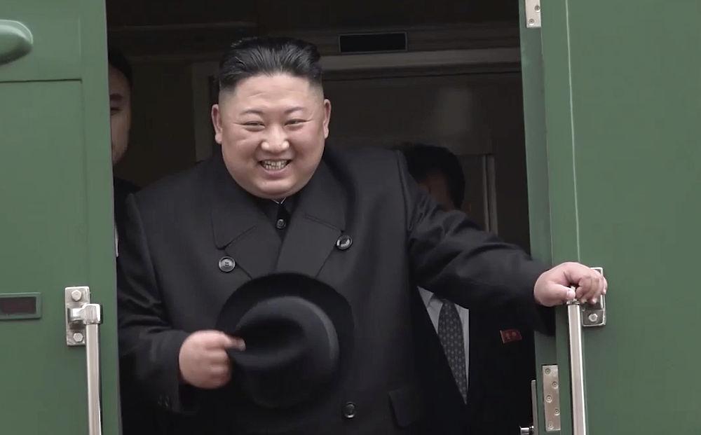 На железнодорожном вокзале Владивостока сегодня состоялась церемония проводов лидера КНДР Ким Чен Ына