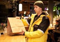 «Накормим всех»: доставщики еды продолжат работать во время простоя общепита