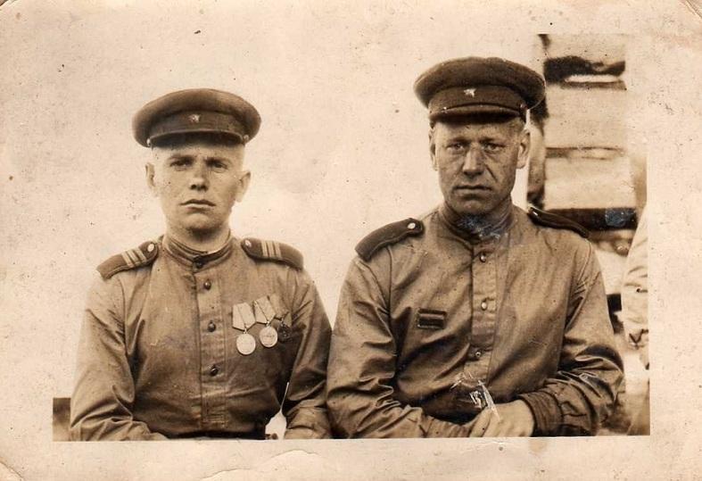 Василий Скрипка (слева) с боевым товарищем