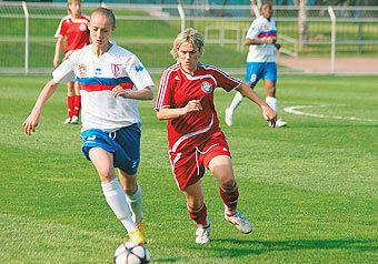 В футбол играют настоящие девчонки