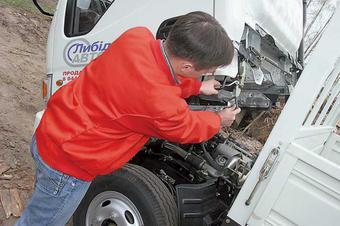 """Дальнобойщик погиб под кабиной собственного грузовика ранним утром во вторник на МКАД.  Как рассказал  """"МК """" старший..."""