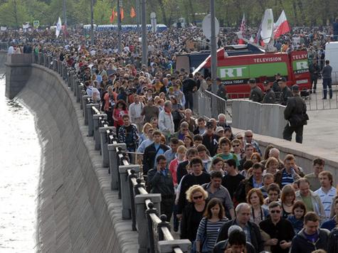 «Гуляния оппозиции» длятся четвертый день