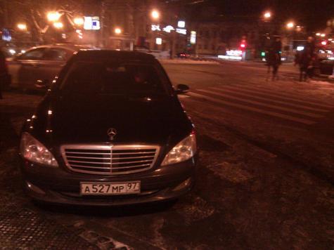Машина спикера прижала «зебру»