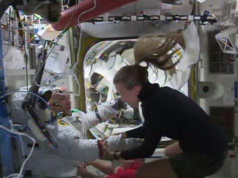 Астронавт на МКС чуть не захлебнулся водой в американском скафандре