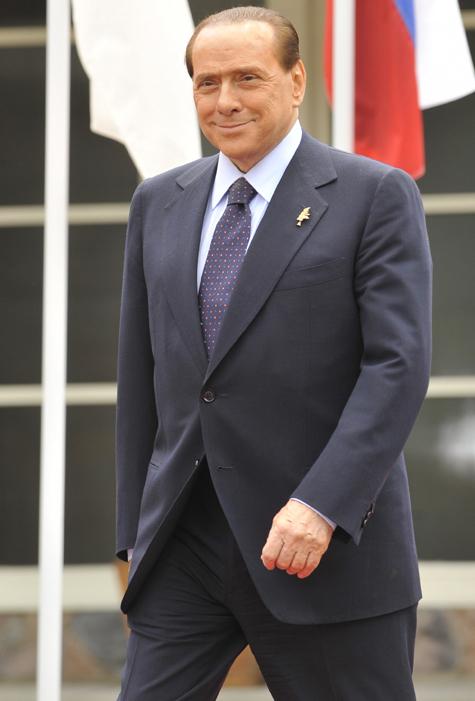 Берлускони обещает вернуться