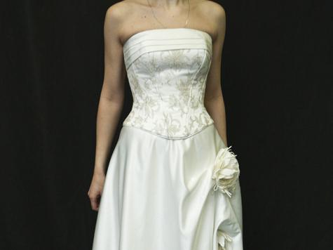Невеста не стала отсуживать у жениха свадебное платье