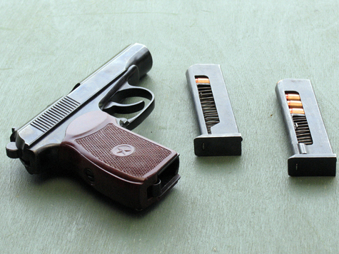 Автоинспектор украл пистолет у коллеги на память о службе