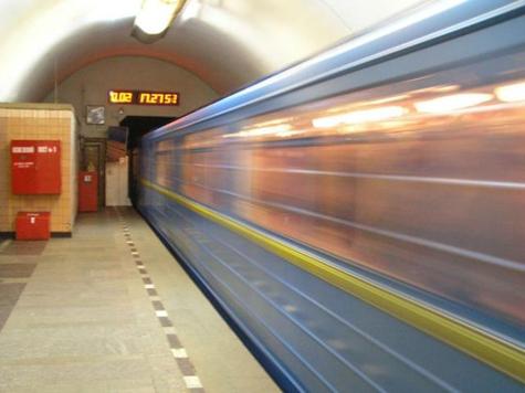 В Новый год метро закроется на час позже