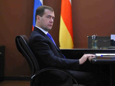 Медведев заморозил цены на билеты, такси и прачечные