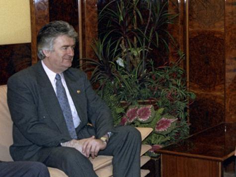 В чем обвиняют Караджича?