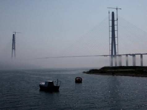 """Медведев """"забыл"""", что уникальный мост построили французы"""