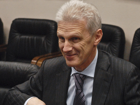 Министр образования получает оклад в 31 тысячу рублей, а живет на 150