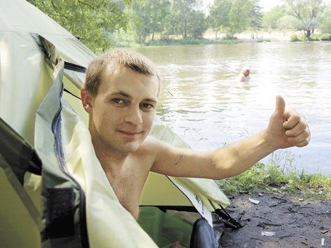 девушка голая купается на космическом корабле