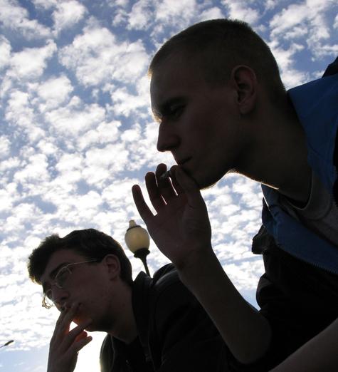 Курильщиков поставят на учет