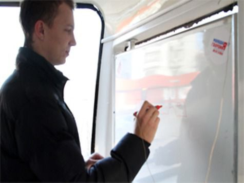 Детям разрешили рисовать в московских трамваях