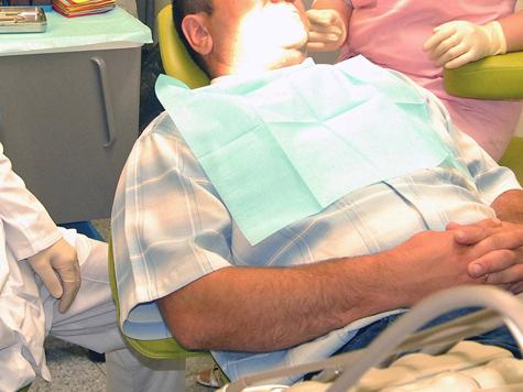Врачи положили зубы на работу пациентки
