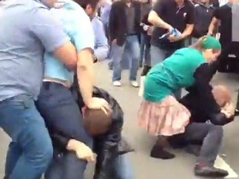 насильник задержание нападение на полицейских кастет