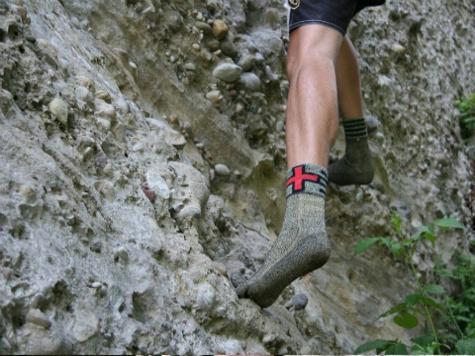 Швейцарцы придумали носки, которые заменяют обувь