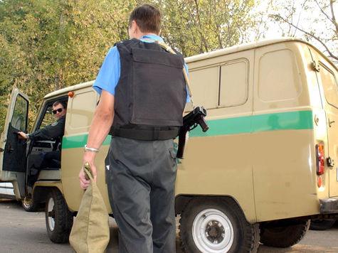 Нападение на инкассаторов в Москве: бандиты на трех иномарках сделали более 20 выстрелов