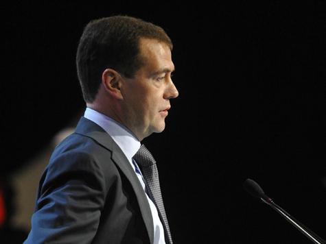 Медведев пишет заявление