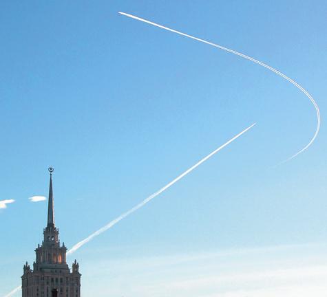 Над Москвой чуть не разбились шесть самолетов