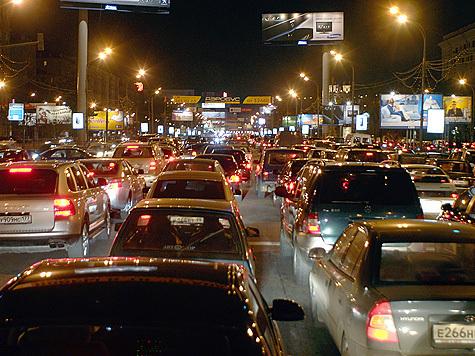 Пробки заткнули Москву еще плотнее