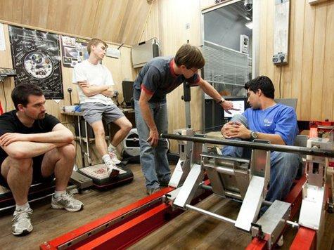 Участники эксперимента «Марс-500» уезжают на обследование мозга в Мюнхен