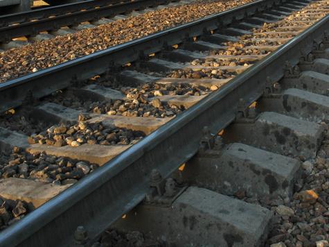 Кавалеры не бросили даму под поездом даже ценою жизни