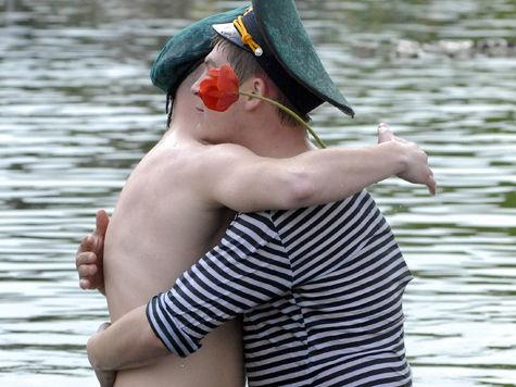 Разбушевавшихся пьяных морпехов в День ВМФ успокоили лишь ОМОНом