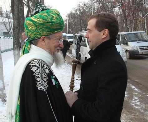 Медведева в Уфе нарекли султаном
