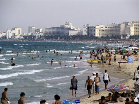В Тунисе пробил комендантский час