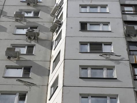 Москвич выпроводил гостью в дверь, а ее собаку — в окно