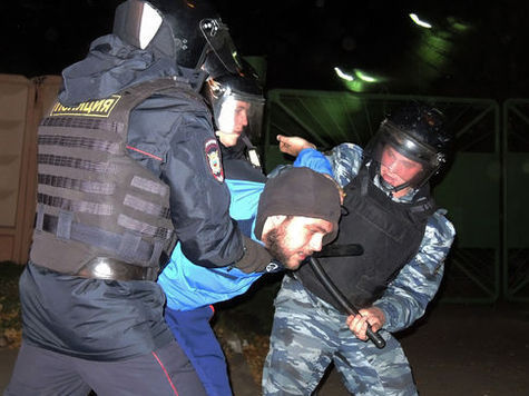 """Зачистка в Бирюлево: тысяча задержанных, деньги и """"стволы"""""""