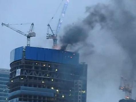 Горит одна из башен Москвы-сити: для тушения планируется использовать спецвертолет