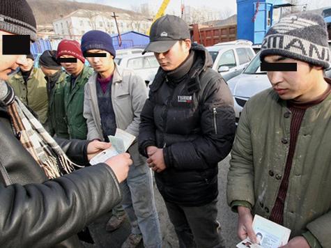 """Документы мигрантов снабдят """"пальчиками"""" раньше других"""