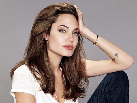 Анджелину Джоли обвинили в плагиате